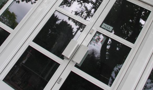 axim handle white doors slider 582x344